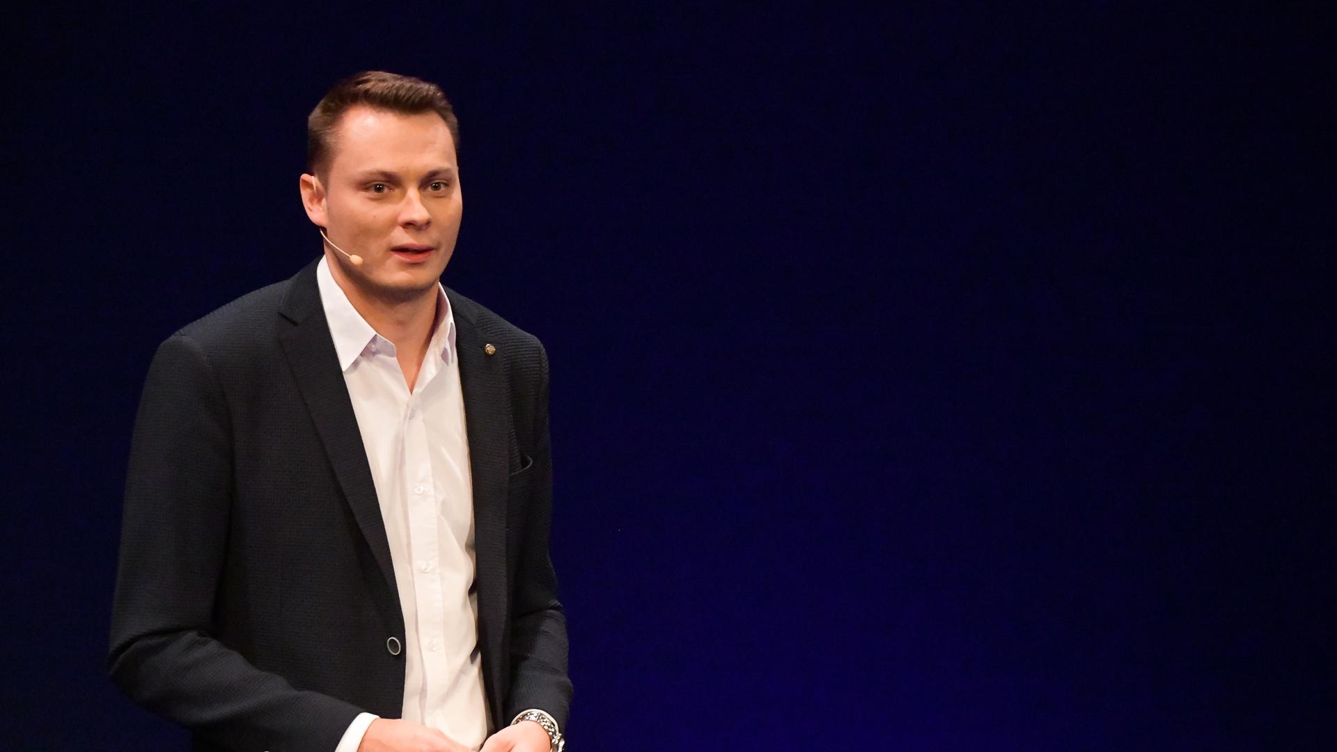 Aleš Písařík - Lekce maďarštiny, aneb jak zachránit mladé manažery