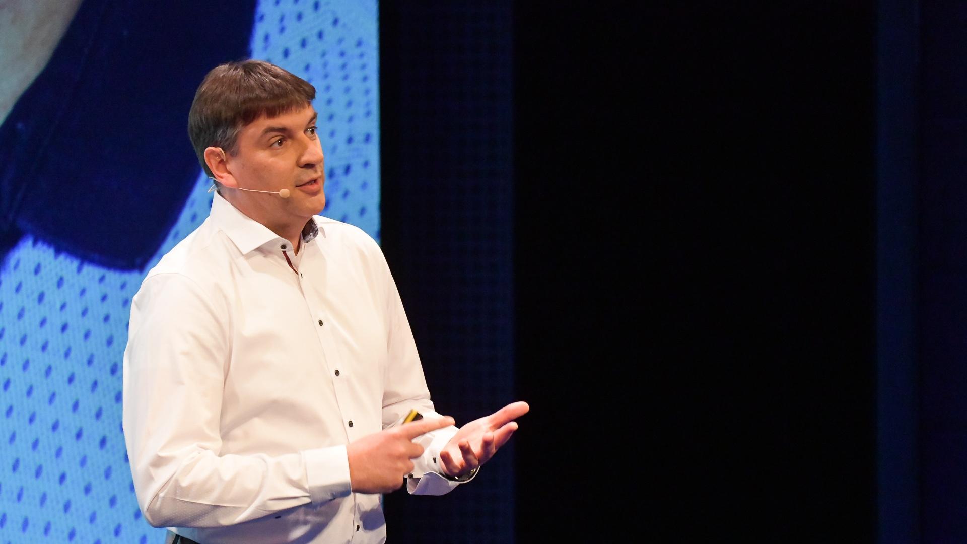 Pavel Motan - Paralely života a výroby